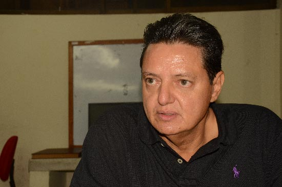 """Eduardo Dangond Castro señala que en la Gobernación del Cesar """"exigen que voten por José Alfredo Gnecco Zuleta"""", candidato al Senado de la República."""
