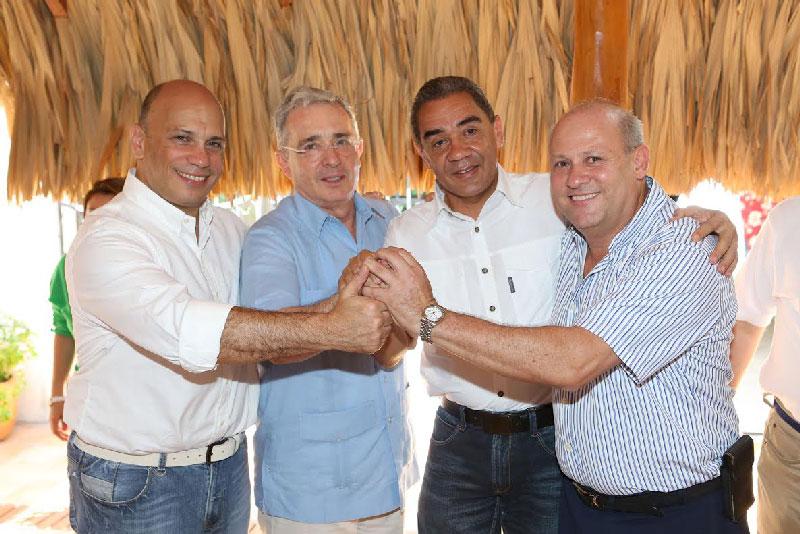 El expresidente Álvaro Uribe Vélez vino a darle un espaldarazo a Sergio Araújo y apoyo a Arturo Calderón con quien hizo alianza. EL PILÓN/Joaquín Ramírez.
