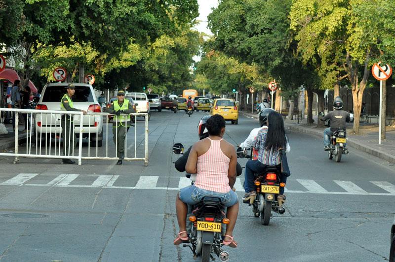 Cientos de motos ingresan al centro de Valledupar a través de la calle 16 con carrera 12.