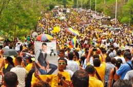 El amarillo se tomó las calles de Valledupar, en la despedida del cantante vallenato, Martín Elías.
