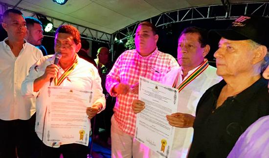 Los hermanos Zuleta Díaz, así como al rey de reyes Gonzalo Arturo 'El Cocha' Molina, recibieron la medalla Barrancas de San Nicolás. EL PILÓN / Cortesía.