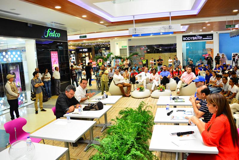 El debate se realizó en el Centro Comercial Unicentro. Joaquín Ramírez/EL PILÓN