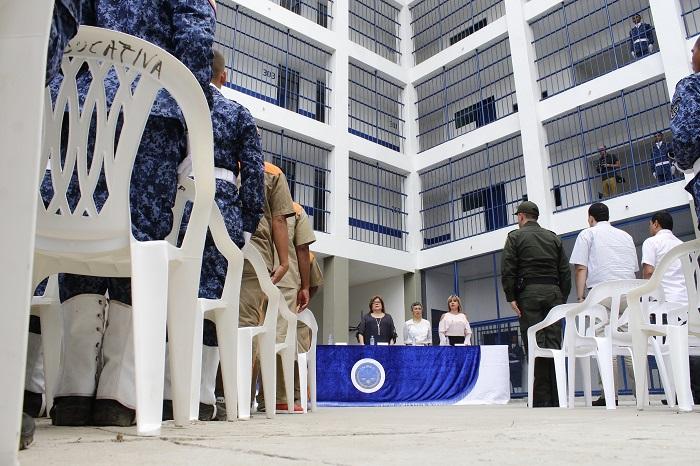 La ministra de Justicia, Gloria Borrero Restrepo, entregó ayer obras en la Penitenciaria.  Foto JoaquÍn ramirez