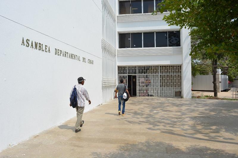 La Asamblea debatió el tema de falta de aseadoras y vigilantes en los colegios oficiales.  Foto ARCHIVO