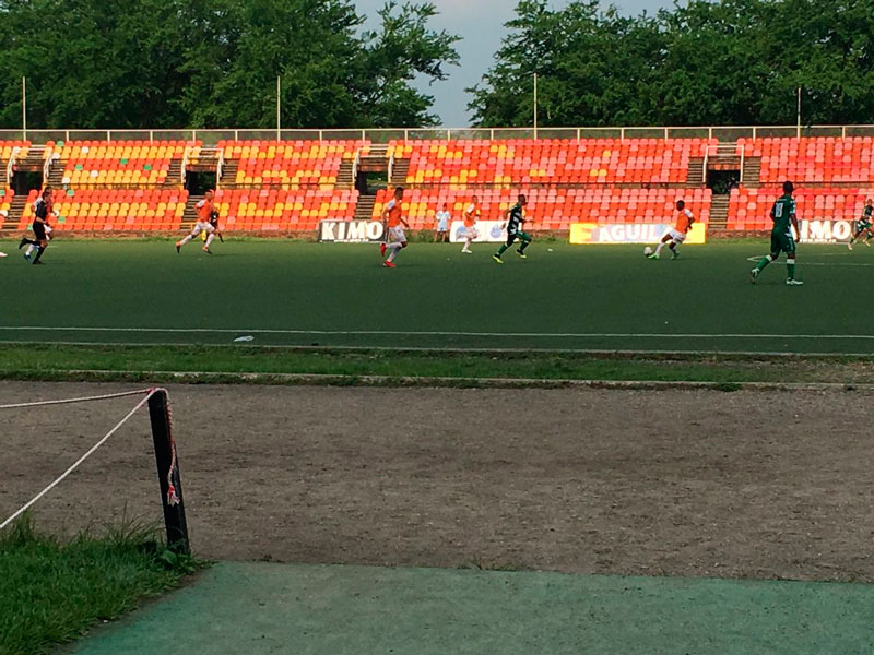 Deiver Vega puso a celebrar a su equipo en la cancha sintética de Llaneros Fútbol Club.
