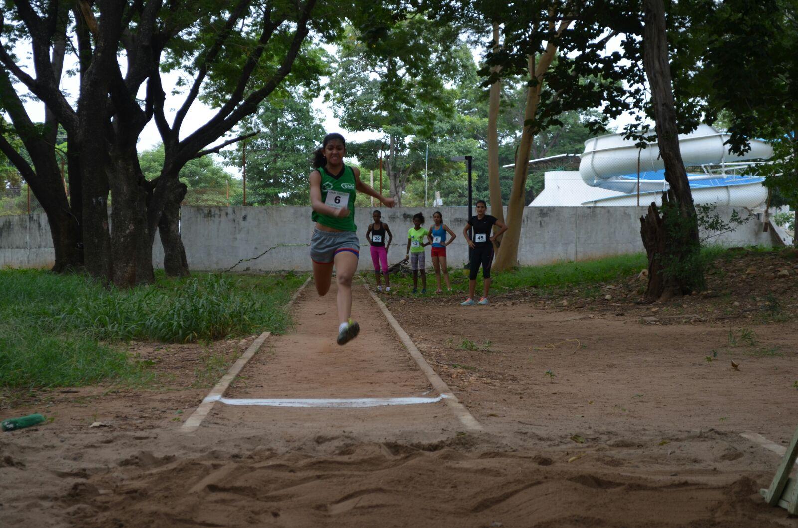 Las condiciones de las pistas del Parque La Vallenata tampoco cuentan con todas las condiciones para el desarrollo del torneo de atletismo.  ARCHIVO