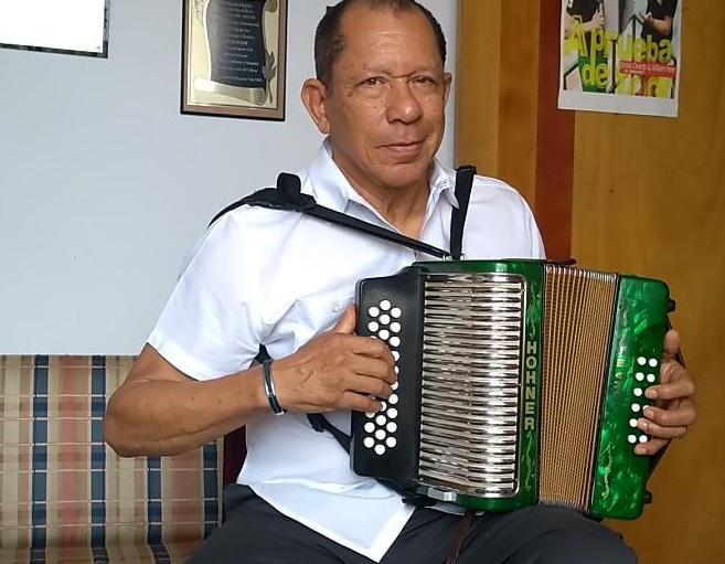 Emilio Oviedo, acordeonero.