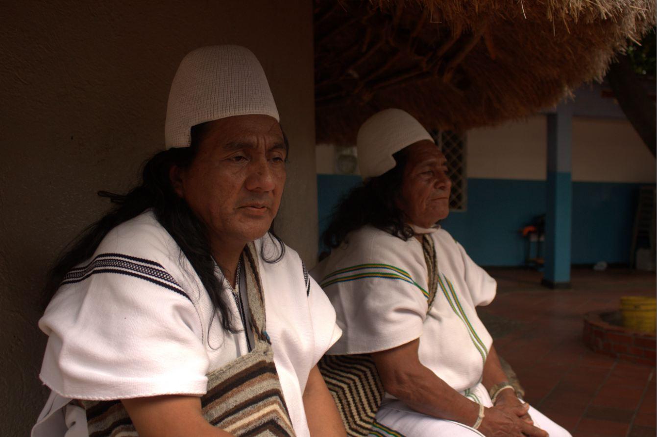 Hermes Torres, secretario general de la Confederación Indígena Tayrona y José María Arroyo Izquierdo, cabildo gobernador del pueblo arhuaco.   EL PILÓN
