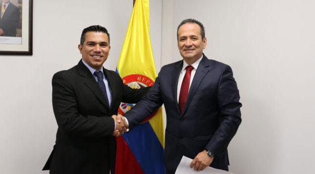 Víctor Hugo Mosquera, director de la territorial Cesar-La Guajira, y Ramón Rodríguez Andrade, director general.  CORTESÍA