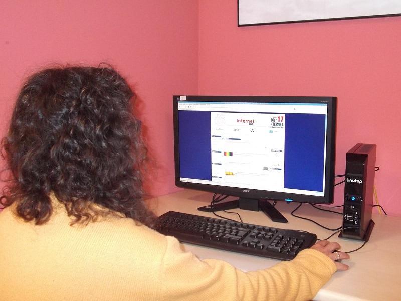 La principal razón de no contar con el internet es no saber usarlo, según la encuesta.  FOTO: REFERENCIA
