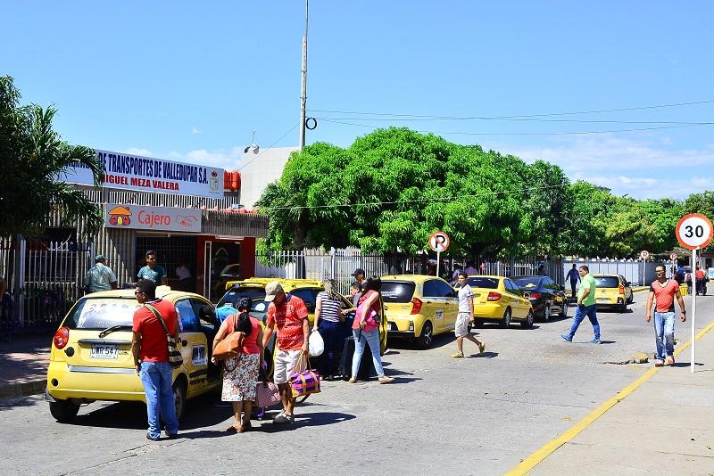 """""""Para el mes de enero de 2020 entre los parqueaderos de usuarios, inmovilizados y taxis se recaudó 25 millones de pesos"""", dijo el gerente de la Terminal, Luis Calderón.  FOTO/JOAQUÍN RAMÍREZ"""