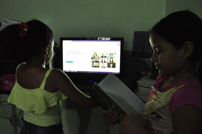 Dificultades para recibir clases virtuales, en la entrega de los alimentos del Plan de Alimentación Escolar, PAE, y la entrega de Tablet, fueron puestas al descubierto por los contralores escolares. Archivo/EL PILÓN