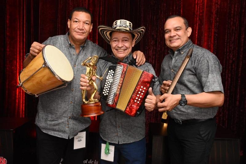 Manuel Vega Vásquez, rey vallenato profesional del Festival de la Leyenda Vallenata estuvo acompañado por 'Ñeco' Montenegro y Aníbal Alfaro.   FOTO/CORTESÍA.