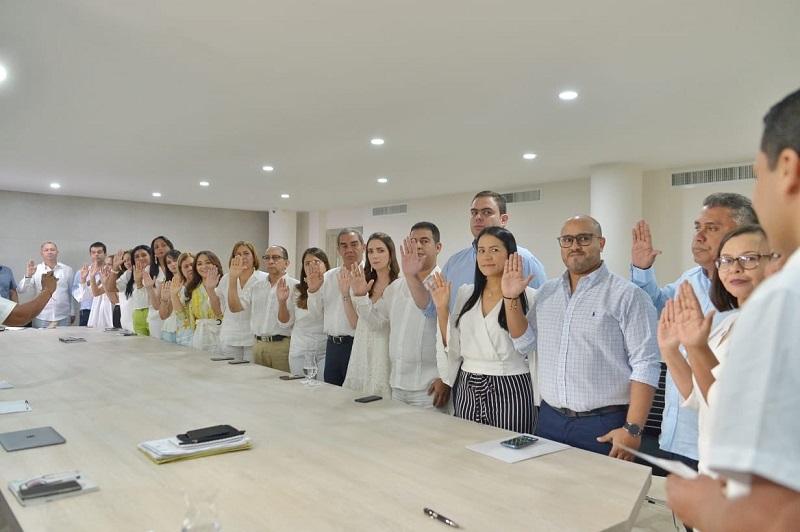El  gabinete durante su posesión a comienzos de año.   FOTO/ARCHIVO.