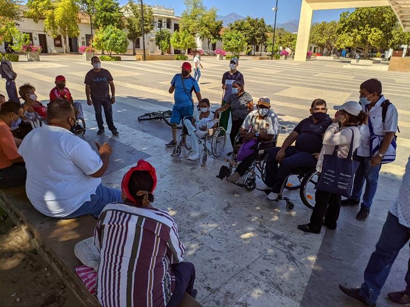 Estas personas se reunieron en la Plaza Alfonso López de Valledupar.   FOTO/JOAQUÍN RAMÍREZ.
