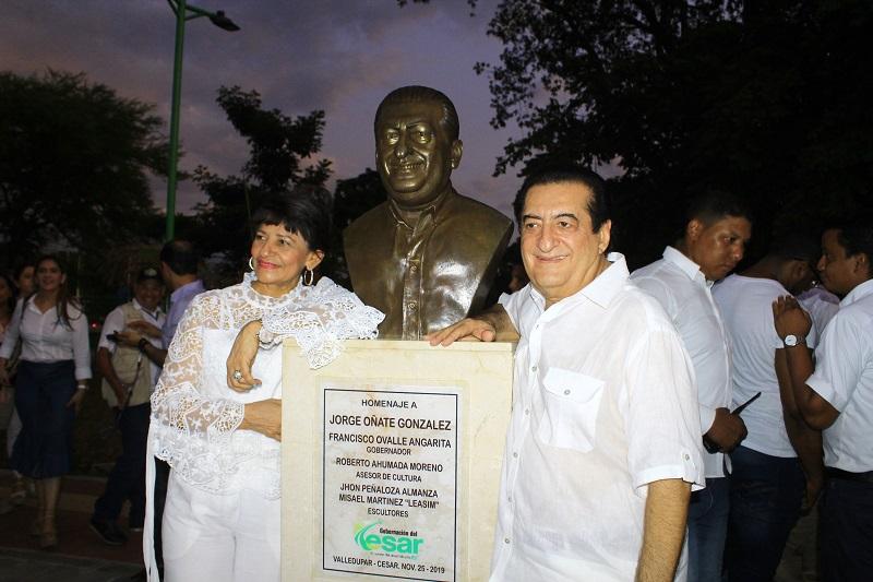 Jorge Oñate junto a su esposa Nancy Zuleta.  FOTO/CORTESÍA.