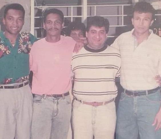 Jorge Oñate compartió con los futbolistas de su natal La Paz.   FOTO/CORTESÍA.