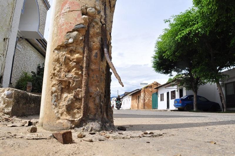Para el cambio o restauración de postes se requiere un reporte.    FOTO/JOAQUÍN RAMÍREZ.