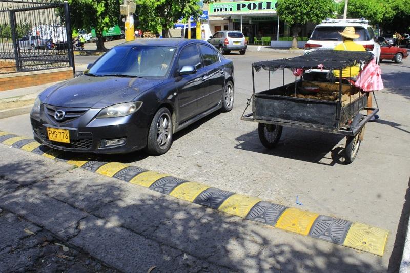 Los conductores son los que más se quejan de estos resaltos.  FOTO/JOAQUÍN RAMÍREZ