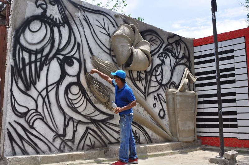 La obra en 3D es tallada en cemento.   FOTO/JOAQUÍN RAMÍREZ.