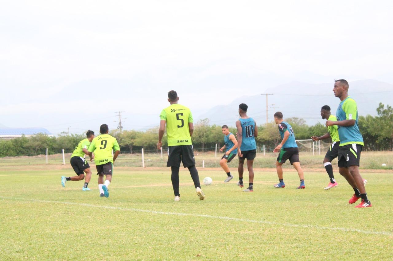 El plantel profesional trabajó en el Polideportivo MS Construcciones previo al viaje hacia Santa Marta.