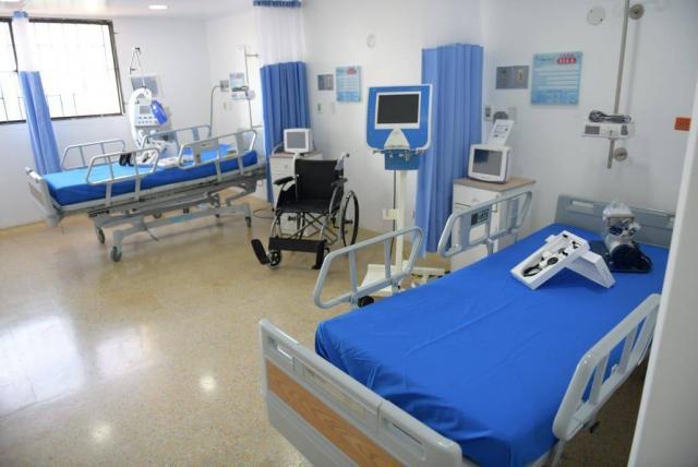 Hay listas de espera para el ingreso a UCI de pacientes con covid-19.