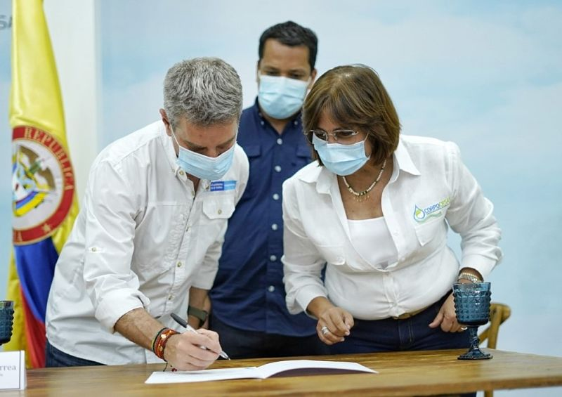 Ministro de Ambiente, Carlos Correa; gobernador Luis Alberto Monsalvo, y la directora encargada, Yolanda Martínez.