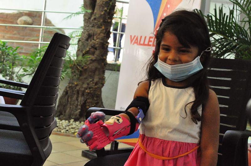 Personas con diferentes limitaciones recibieron sus prótesis.  Foto: Joaquín Ramírez.