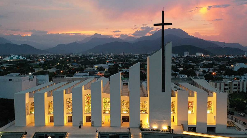 En los vitrales están representados elementos de la religión católica y la cultura de Valledupar.    FOTO: CORTESÍA.