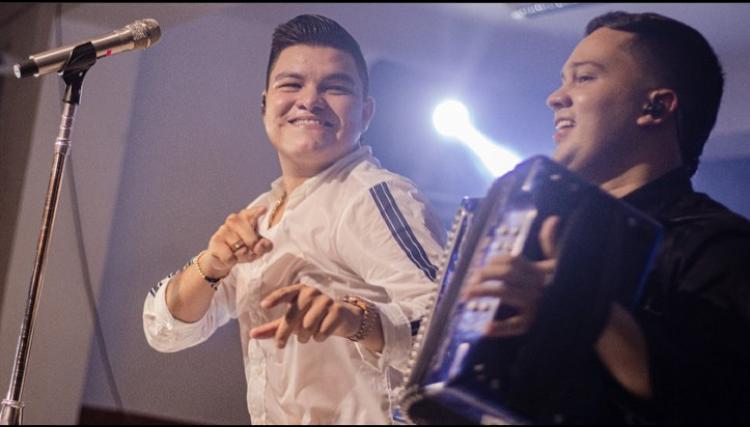 Óscar Gamarra y su acordeonero Camilo Carvajal.   FOTO: CORTESÍA.