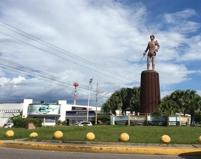 El monumento de Hernando de Santana está ubicado en la avenida Salguero en Valledupar.     FOTO: CORTESÍA.