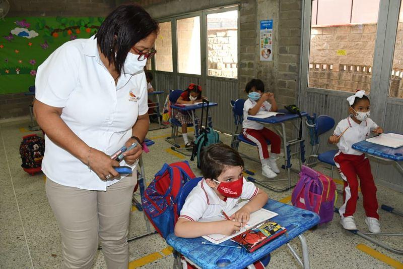 Los estudiantes que no tengan una excusa de peso para no asistir al colegio no tendrán apoyo académico. Foto: Joaquín Ramírez.