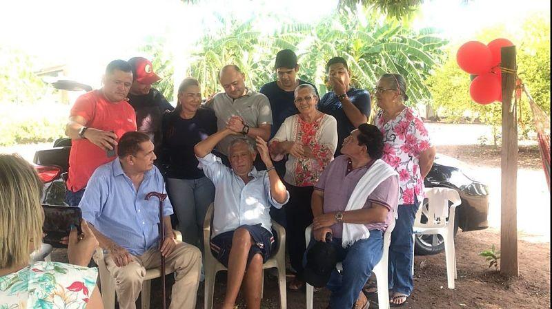 Poncho y Emiliano Zuleta Díaz en el cumpleaños de 'El viejo'.  FOTO: CORTESÍA.