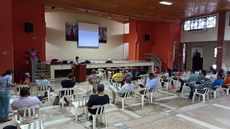 Líderes comunitarios se reunieron en la mañana de este martes en Aducesar para conversar sobre el futuro de Emdupar.