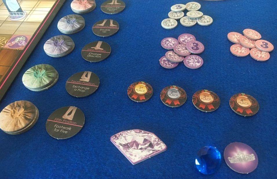 Componentes del juego de mesa On Pointe
