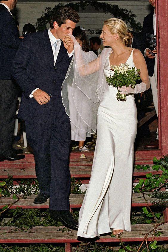 carolyn-bessette-wedding-look