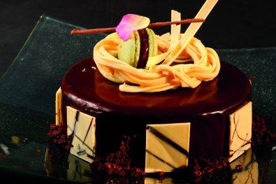 Diego Irato presenta sus deliciosas tortas con chocolate en Sofitel Cardales.