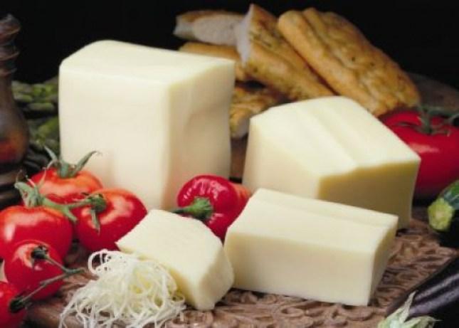 Queso-Mozzarella-de-leche-de-vaca-de-Italia-uno-de-los-preferidos-del-pais-y-el-mundo-El-Portal-del-Chacinado
