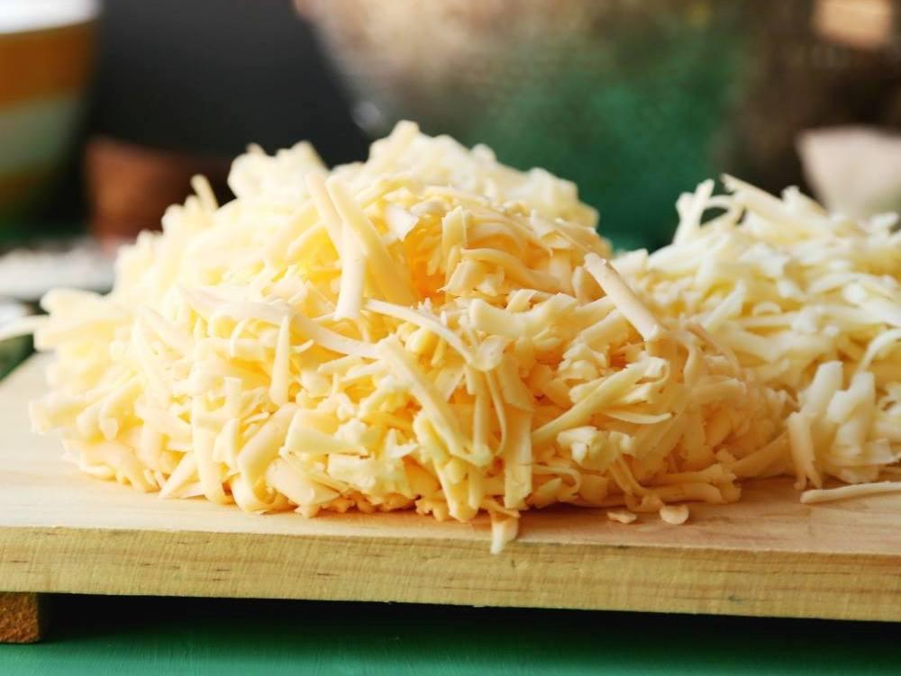 Cuatro-quesos-que-son-los-mejores-para-utilizar-en-una-pizza-El-Portal-del-Chacinado