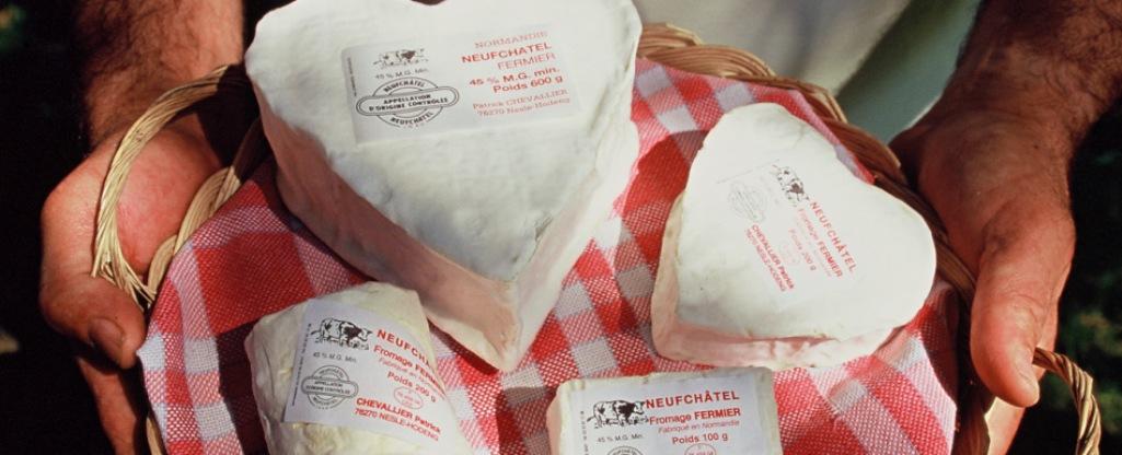 Neufchatel-AOC-el-queso-francés-con-forma-de-corazón-distintas-presentaciones-El-Portal-del-Chacinado