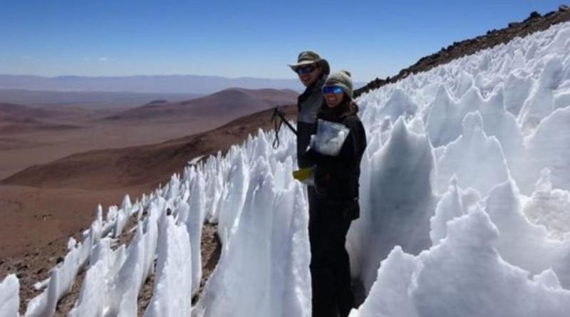Qué son los penitentes, las misteriosas dagas de hielo que crecen en el desierto