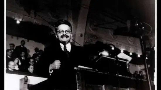 León Trotsky: si EE.UU. se hiciera comunista