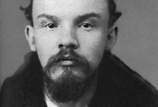 Lenin se convierte en un marxista