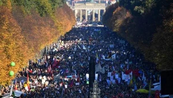 Alemania: 250.000 marchan contra el fascismo y el militarismo
