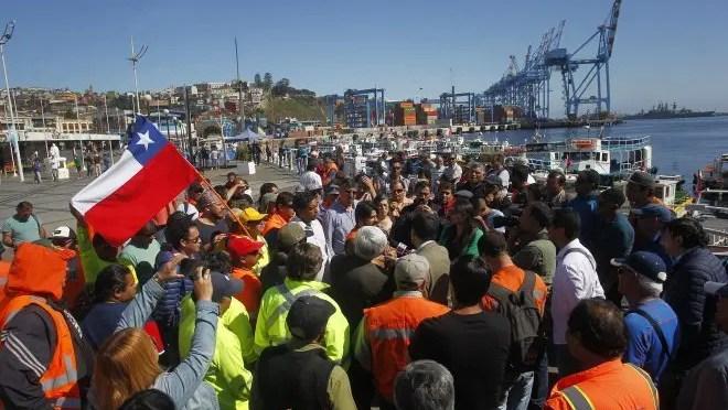 Valparaíso: Trabajadores Terminal 2 se imponen en la lucha, paro sigue en el Terminal 1