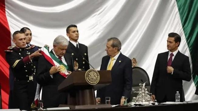 Andrés Manuel López Obrador es investido nuevo presidente de México