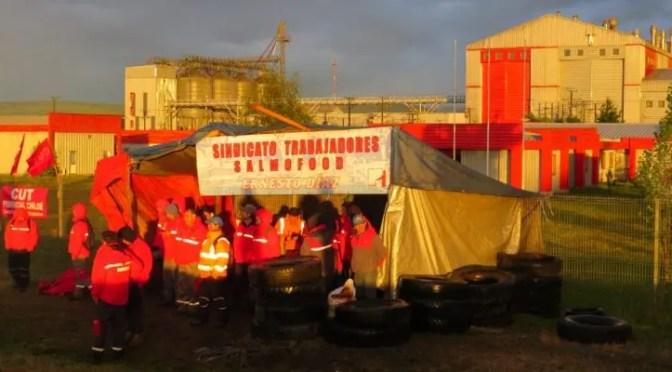 Huelga de los trabajadores salmoneros se inicia en medio de billonarias ganancias de los patrones