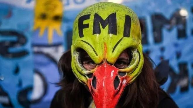 Más grave que Grecia y lejos de Portugal: Crisis económica Argentina