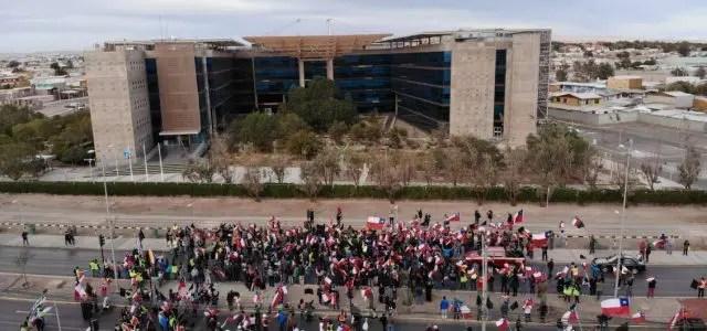 Cuarto día de huelga en Chuquicamata: sindicatos dicen que «Codelco miente»