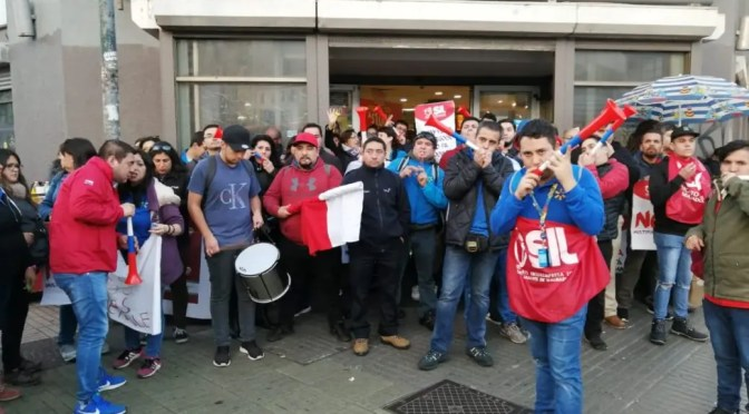 Huelga nacional de Walmart: en su segundo día de huelga 180 locales cerrados